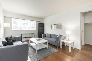 1607-e-8th-ave-livingroom-2