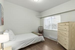 1607-e-8th-small-bedroom